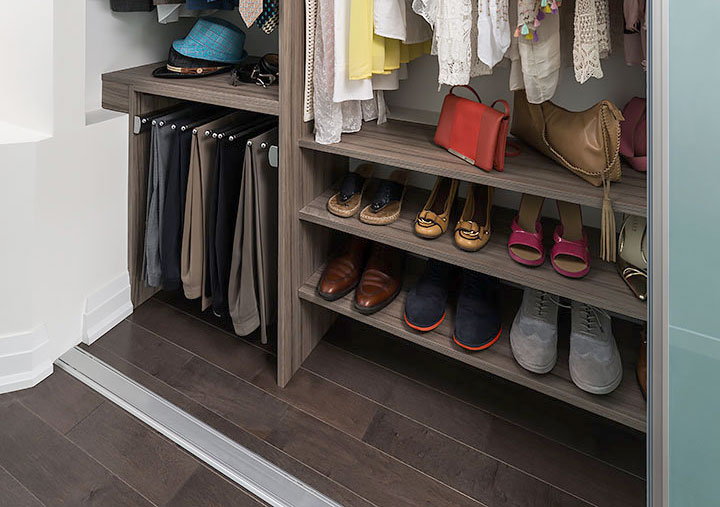 pairs-of-shoes-closet